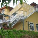 Zugang zur Wohnung über aufwändige Außentreppe